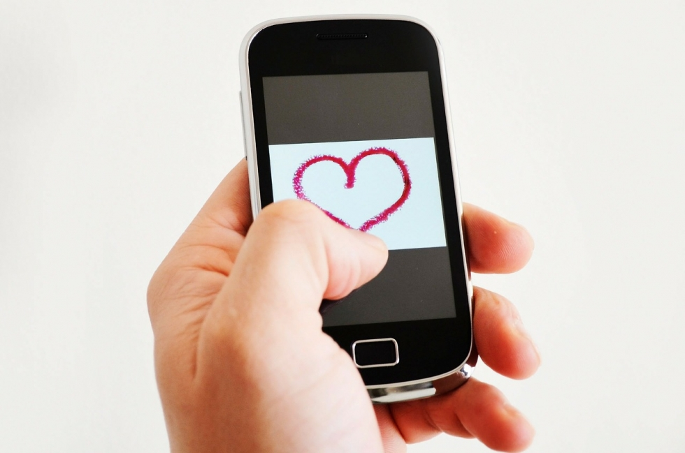 Are you undateable this Valentine's by not being online?